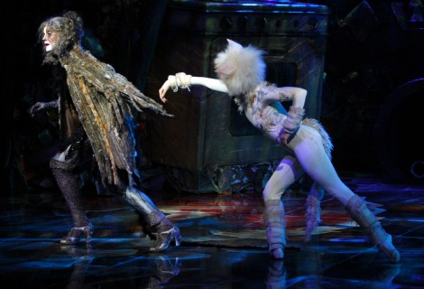 Vicky touches Grizabella